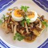 油揚げときのことゆで卵の温サラダ(三陸まるっとわかめドレッシング ごま)