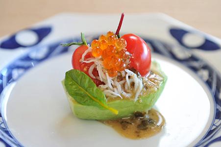 アボガドとえのきとしらすのサラダ